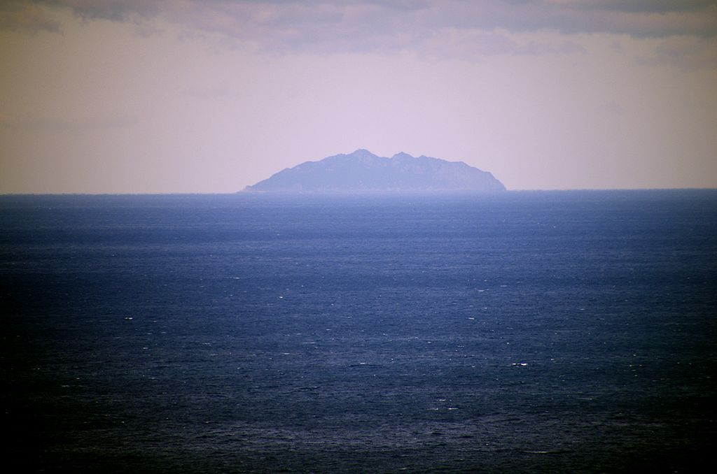 沖ノ島 From Wikimedia Commons